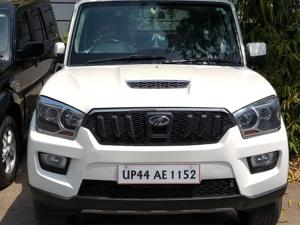 Mahindra Scorpio S8 (2015) in Lucknow