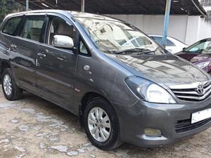 Toyota Innova 2.5 VX 8 STR BS IV (2010)