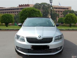 Skoda Octavia Elegance 2.0 TDI CR AT (Diesel) (2015) in New Delhi