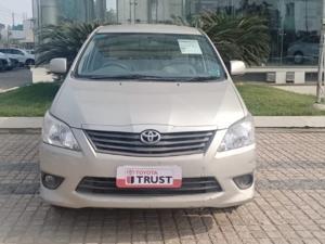 Toyota Innova 2.5 G4 7 STR (2012)