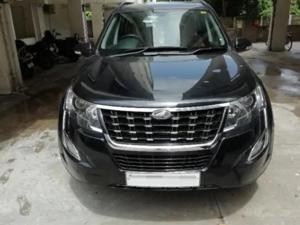Mahindra XUV500 W9 (2019)