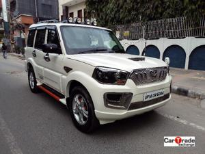 Mahindra Scorpio S8 (2015) in New Delhi