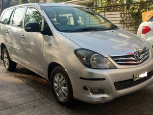Toyota Innova 2.5 V 7 STR (2011) in Akola