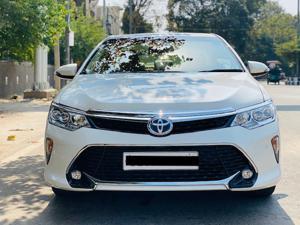 Toyota Camry Hybrid (2017)