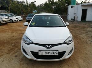 Hyundai i20 Magna(O) Petrol (2014) in New Delhi