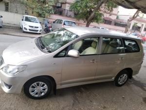 Toyota Innova 2.5 GX 8 STR BS IV (2013) in Bharuch