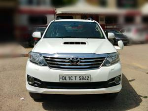 Toyota Fortuner 3.0 4X2 AT (2015)