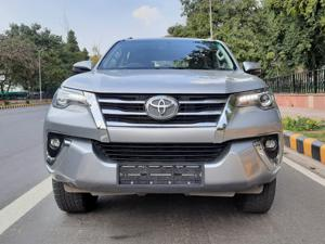 Toyota Fortuner 2.8 4x2 AT (2018)