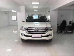 Toyota Land Cruiser LC200 VX (2016) in Pune