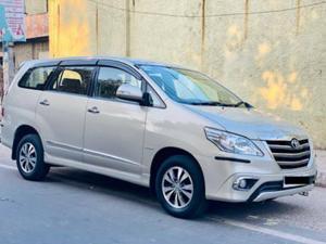 Toyota Innova 2.5 VX (Diesel) 8 STR Euro4 (2015) in Pimpri-Chinchwad