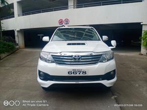 Toyota Fortuner 3.0 4X4 MT (2014)