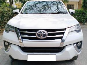 Toyota Fortuner 2.8 4x2 MT (2017)