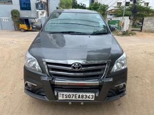 Toyota Innova 2.5 VX 8 STR BS IV (2014)