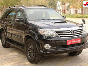Toyota Fortuner 3.0 4x4 AT (2016) in Ahmedabad