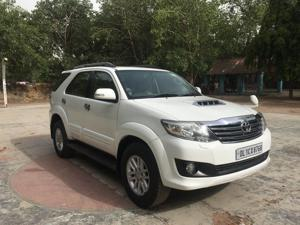 Toyota Fortuner 3.0 4X2 AT (2012)