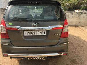 Toyota Innova 2.5 ZX (Diesel) 7 STR Euro4 (2014) in Karimnagar