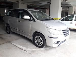 Toyota Innova 2.5 VX (Diesel) 8 STR Euro4 (2015) in Mumbai