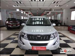 Mahindra XUV500 W6 FWD AT (2017)