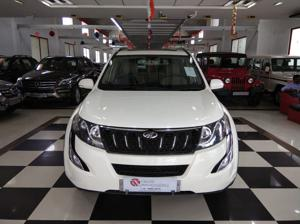Mahindra XUV500 W10 FWD AT (2016)