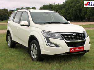 Mahindra XUV500 W7 AT (2018)