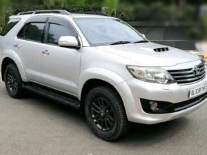 Toyota Fortuner 3.0 4X2 MT (2014)