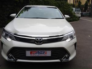 Toyota Camry 2.5L Automatic (2016) in Mumbai