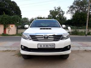 Toyota Fortuner 3.0 4X2 AT (2014) in Noida