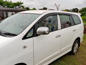 Toyota Innova 2.5 G (Diesel) 8 STR Euro3 (2014) in Bhubaneswar