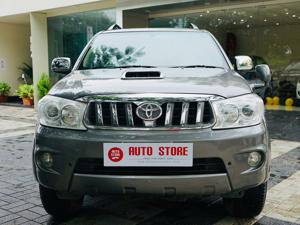 Toyota Fortuner 3.0 MT (2010) in Dhule