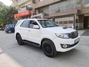 Toyota Fortuner 2.7 4x2 MT (2017)