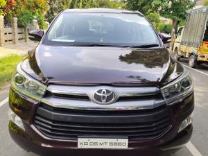 Toyota Innova Crysta 2.4 VX 8 Str (2016)