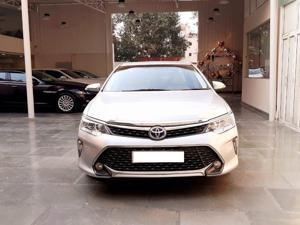 Toyota Camry Hybrid (2015)
