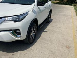 Toyota Fortuner 2.8 4x2 MT
