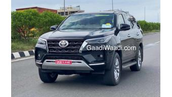 Toyota Fortuner facelift spotted on test in India