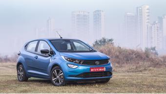 Tata Altroz outsells Hyundai i20 in April 2021
