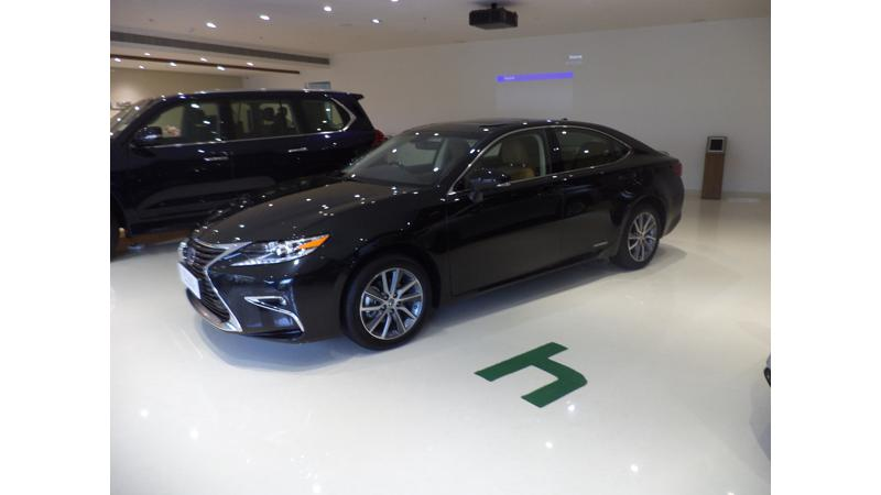 Lexus witnesses fifty percent of total demand from the ES 300h