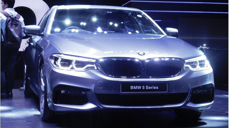 2017 BMW 5 Series Photo Gallery