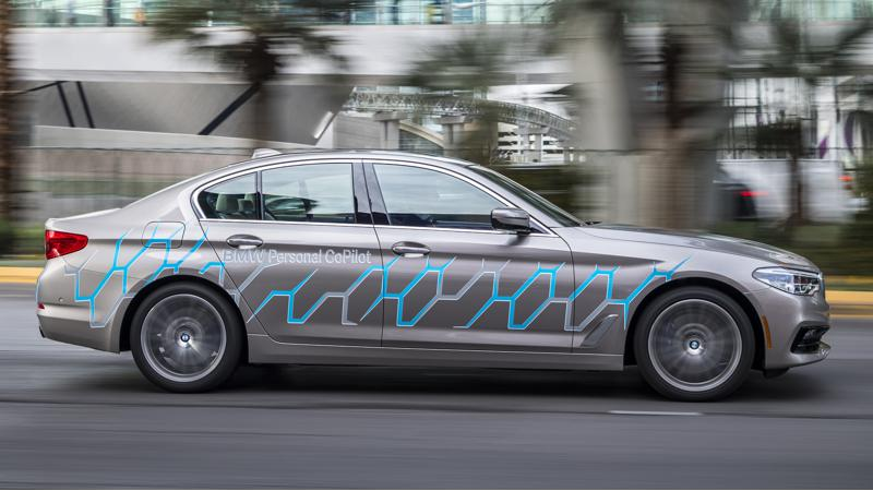 BMW to equip new models with tech to update their maps