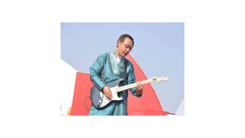 Honda CEO Kanayama plays guitar to the tune of 'Socha Hai' at the company's Foundation Day