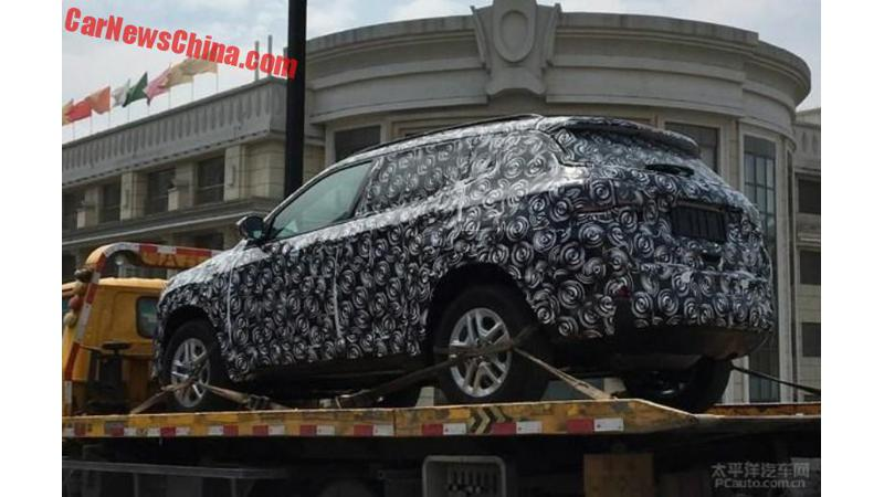 Jeep C-SUV spied in China