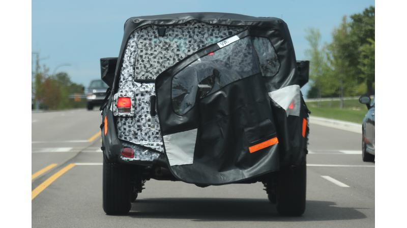 Next generation Jeep Wrangler spied revealing tail portion