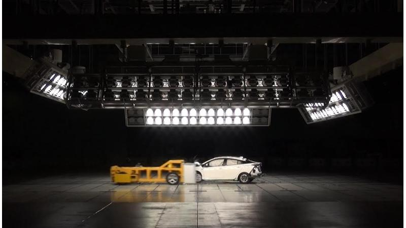 Latest-gen Toyota Prius crash tested in new test format