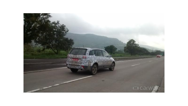 Tata Hexa spotted testing on the Mumbai-Expressway again