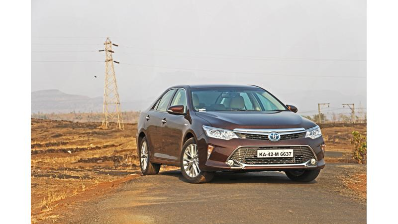 Toyota halts Camry Hybrid citing low sales