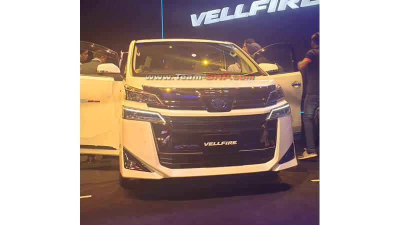 Toyota showcases Vellfire in India