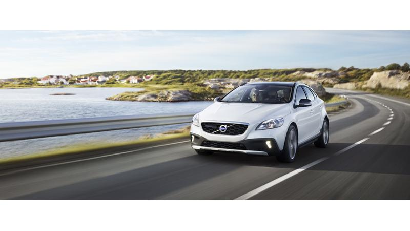 Volvo V40 Cross Country awarded with 'Innovation in Safety and Protection' title