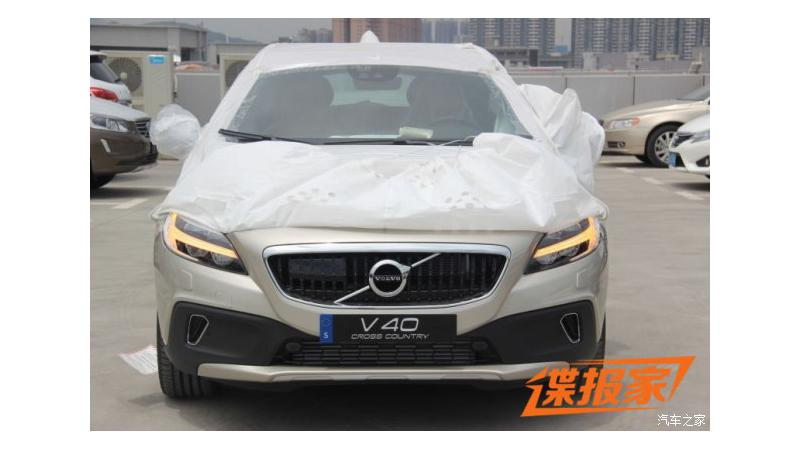 Volvo's facelifted V40 Cross Country fully revealed
