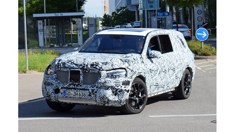 2018 Mercedes Benz GLS spied testing