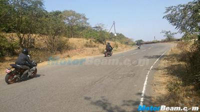 2016 KTM RC390 spotted on-test with conventional exhaust system