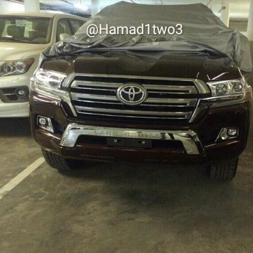 2016 Toyota Land Cruiser Facelift Front Revealed